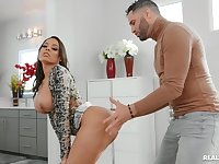 Latina cougar feels like smashing some good inches in there