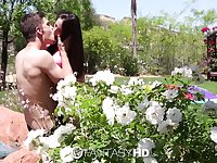 Alluring beauty Veronica Radke receives a great pussy workout outdoors
