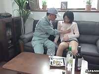 Asian housewife Asuka seduces one cable guy and allow shim to fill pussy with sperm