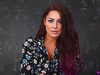 Juggy teacher of your dream Roxy R shows a great handjob technique