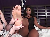 Lick my long feet !
