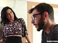 Glamour stepmom Veronica Avluv hard sex