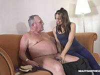 Fresh cutie Azure Angel blows cock belonged to ugly plump gaffer