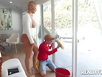 A young window cleaner fucks a big butt housewife at her own house
