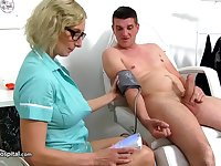 Dirty minded, mature nurse is using an opportunity to suck dick, even while at work